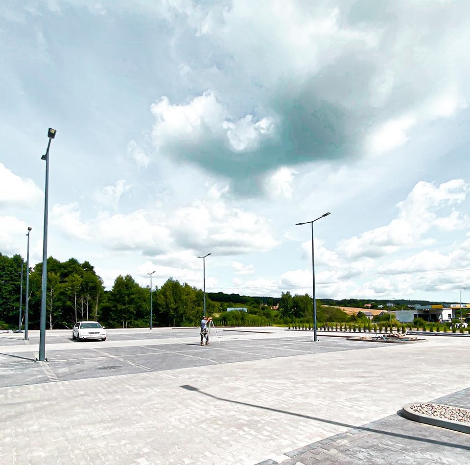 Budowa_parkingów_i_placów_